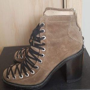 Elizabeth & James Terri Lace Up Boots 7